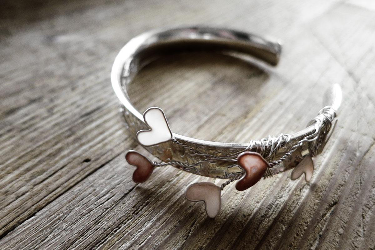 armband-drahtherzen-nagellack