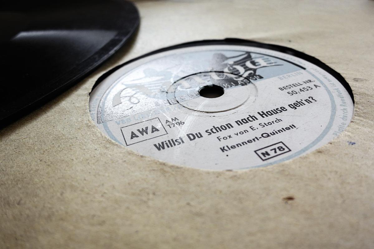 uhr-alte-schallplatte