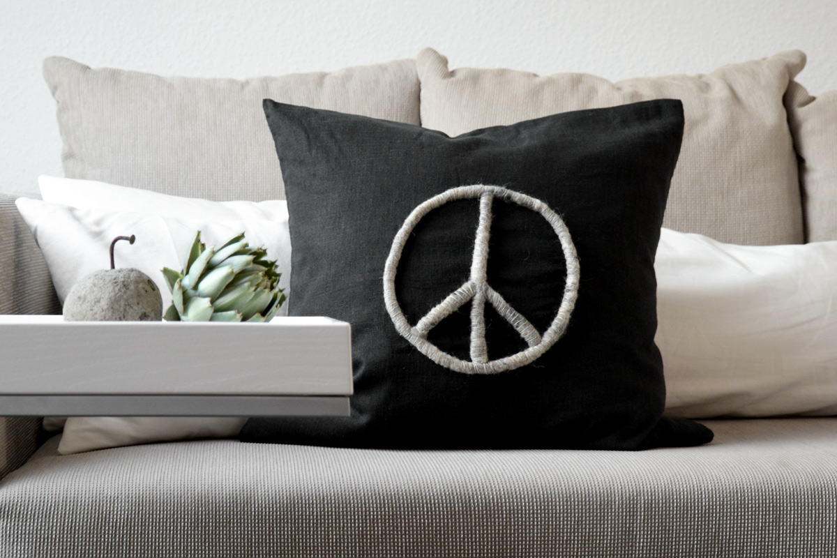 diy peace aus wollresten mxliving. Black Bedroom Furniture Sets. Home Design Ideas