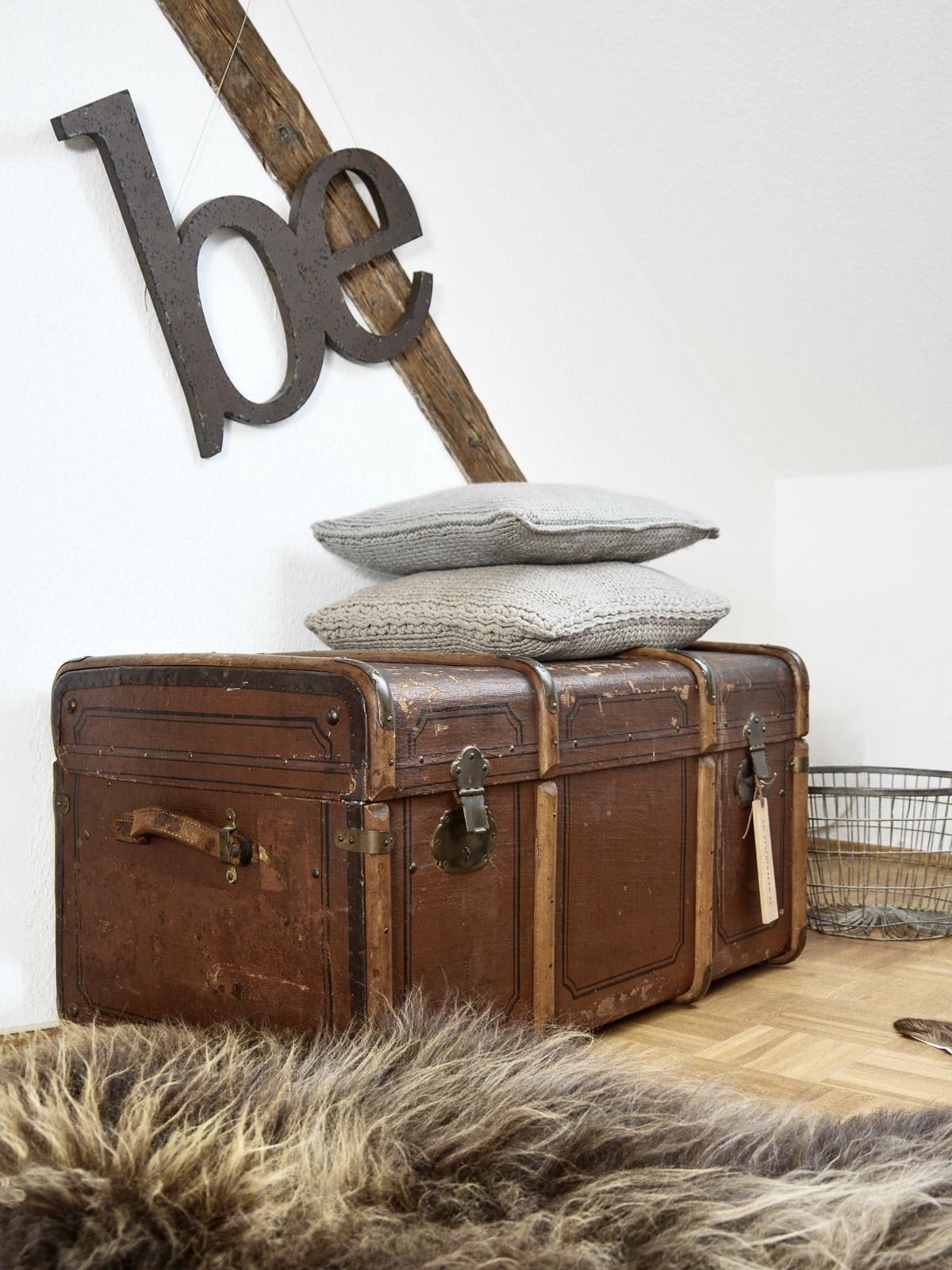 jetzt gehts auf die gro e reise schrankkoffer mxliving. Black Bedroom Furniture Sets. Home Design Ideas
