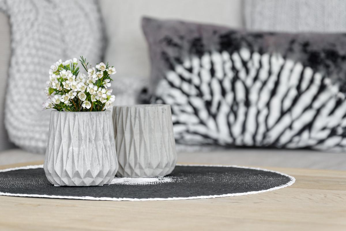 teelichthalter-aus-beton-und-batikkissen