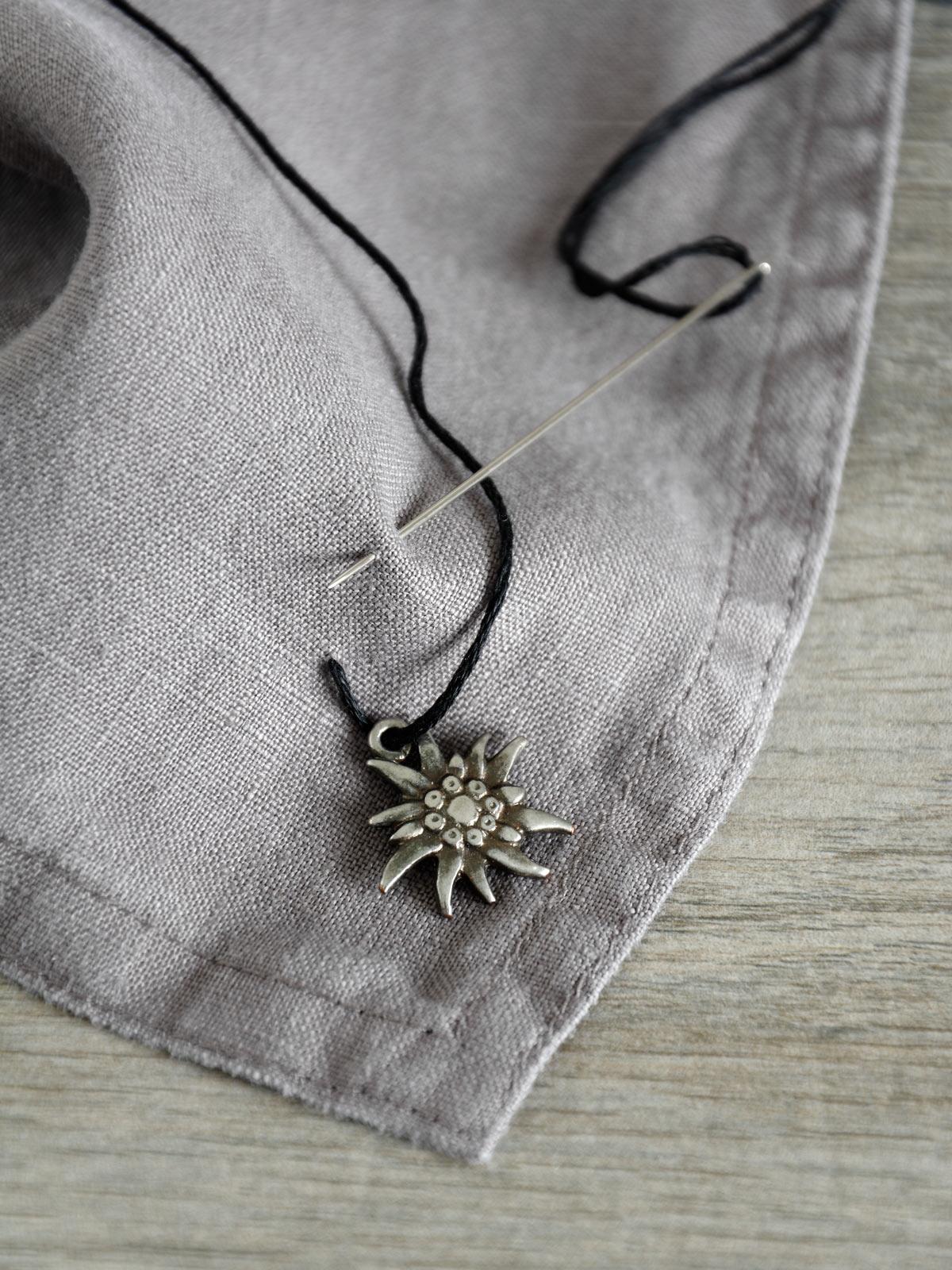 edelweiss-auf-leinenserviette