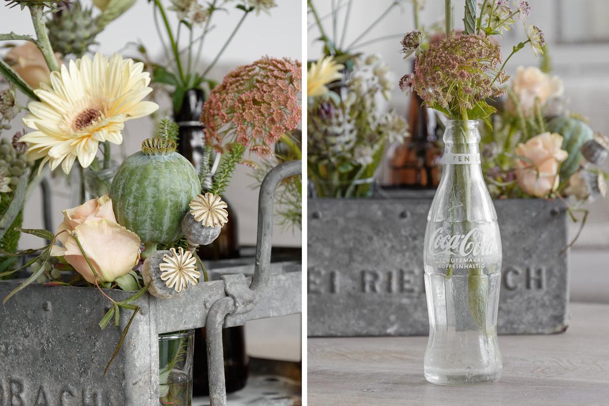 Dekoration bl ten in einem alten bierkasten dekoriert mxliving - Vasen dekorieren ...
