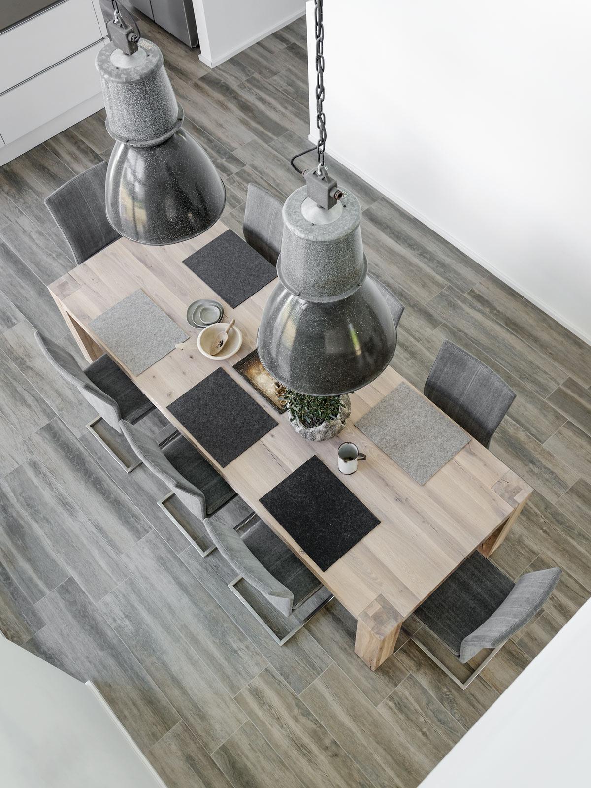 Dekoration Der Neue Tisch Im Neuen Kleid Und