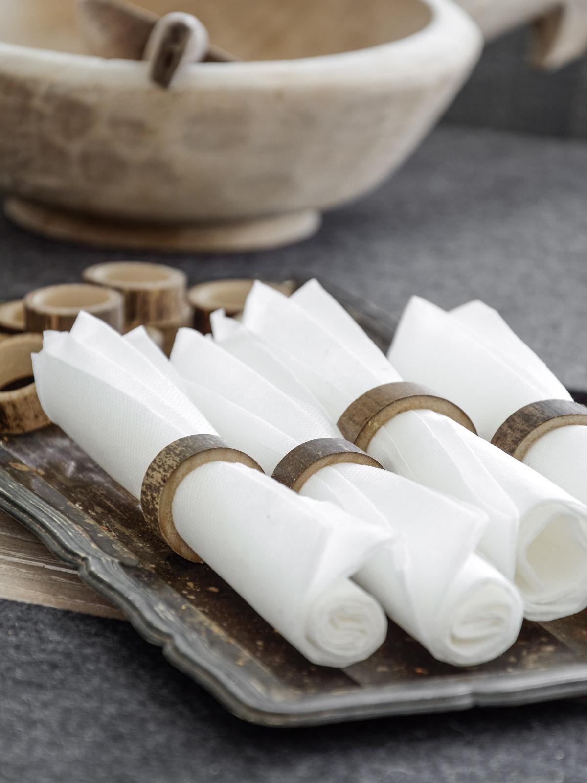 improvisierte-serviettenringe-aus-bambus