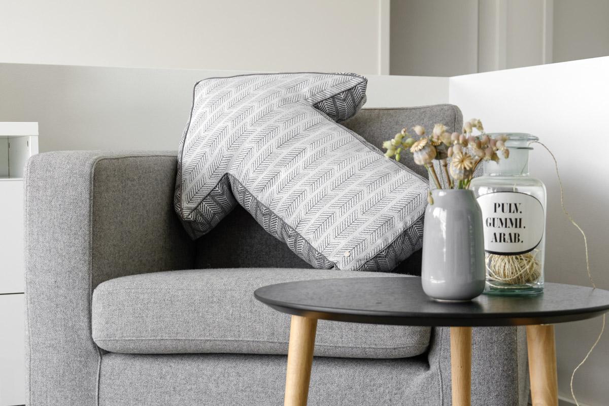 diy kissenh lle in form eines pfeils selber n hen mxliving. Black Bedroom Furniture Sets. Home Design Ideas