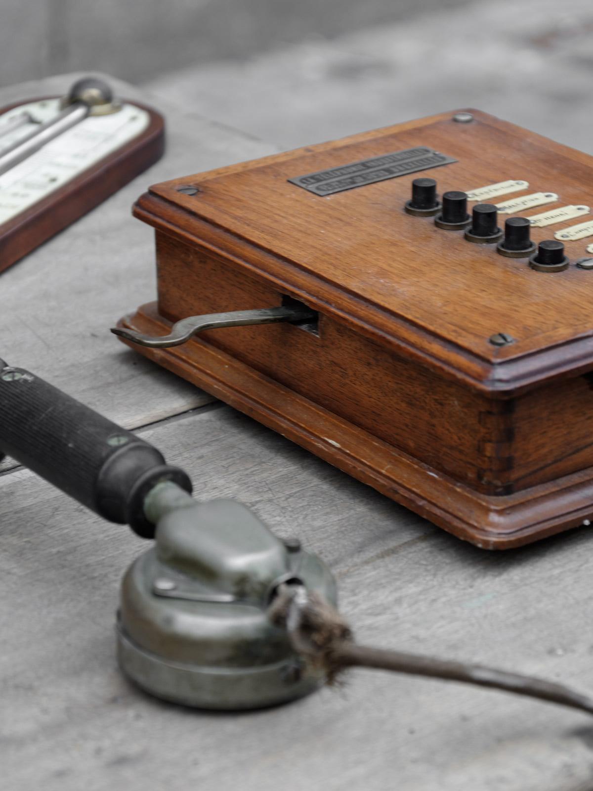 antikmarkt-tongeren-telefon