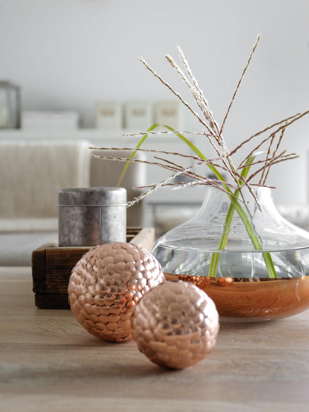 diy dekokugeln aus heftzwecken mxliving. Black Bedroom Furniture Sets. Home Design Ideas