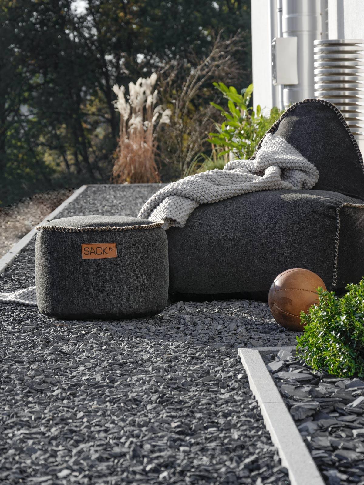 sack-it-sitzsack-im-herbstgarten