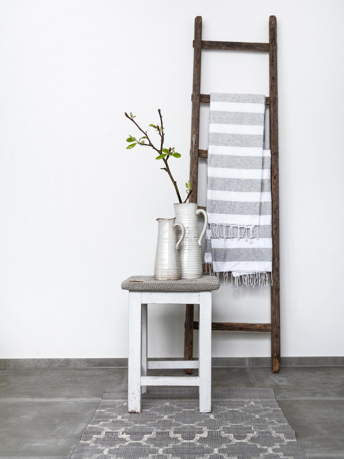 hocker badezimmer private space bank stumme diener. Black Bedroom Furniture Sets. Home Design Ideas