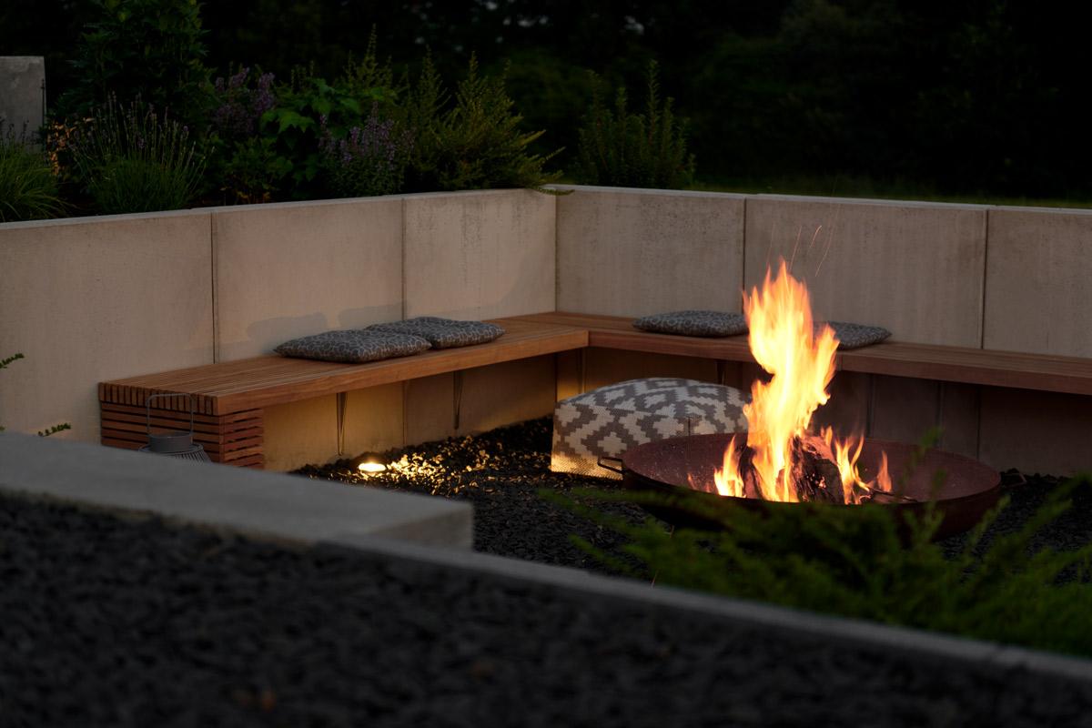 Feuerstelle bei Nacht